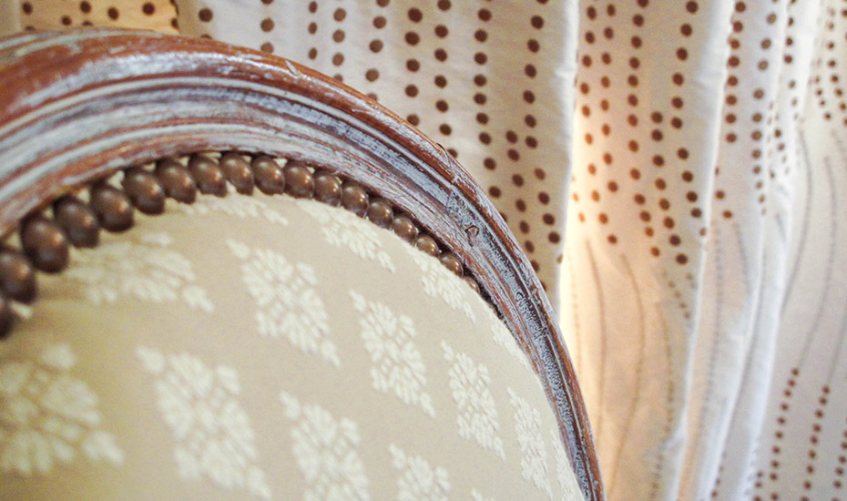 Fauteuil médaillon garniture traditionelle en crin piqué main