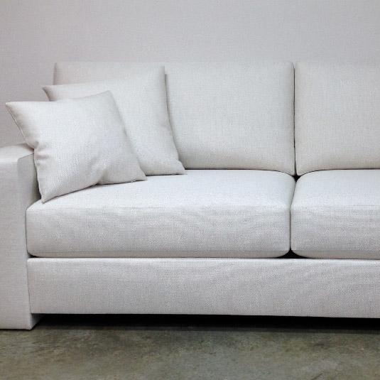 Canapé contemporain entièrement restauré